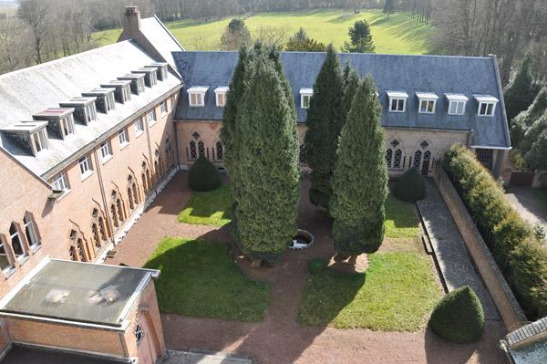 08-Abbaye-Saint-Paul-vue-sur-le-pavillon-Don-Bellot-et-Chapelle_mini